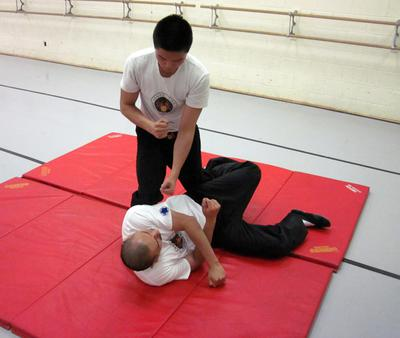 Basic take down from chi sau or lat sau for intermediate students.